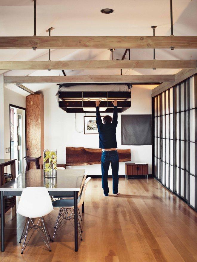 hollywood-cabin-interior-bedroom.jpg.pagespeed.ce.xlyKmodmYl