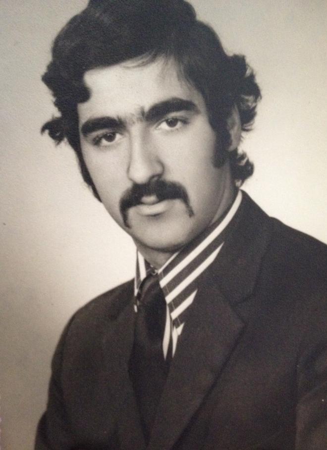 O meu pai, o meu herói, com ar de membro da máfia (o Padrinho, quando ainda era um jovem moço)