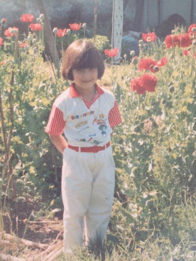 diz a minha mãe que adorava ver-me com esta roupa! com um vestido vermelho e uma bandolete vermelha talvez vos fizesse lembrar alguém...