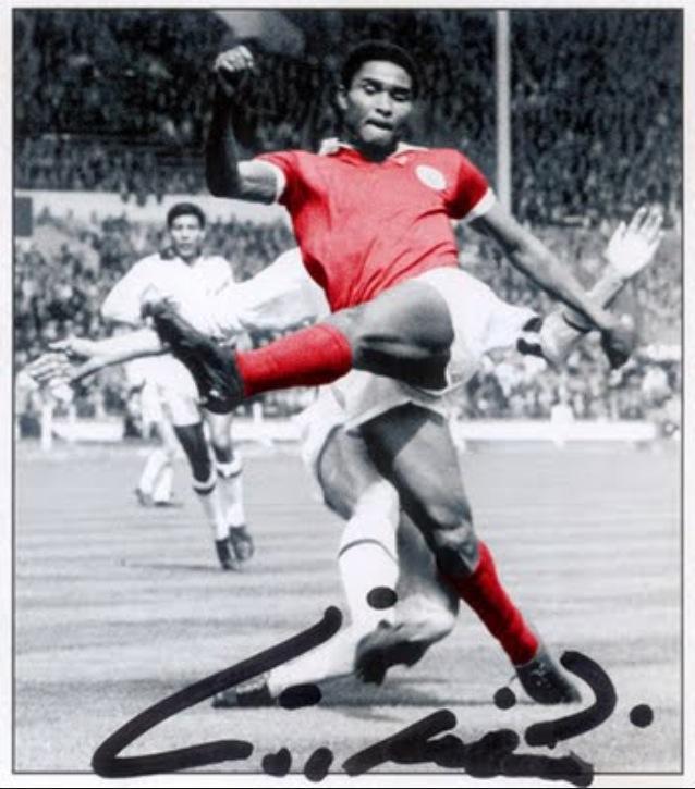 o génio e o talento de Eusébio da Silva Ferreira (imagem publicada no Facebook por Carlos Vaz Marques)