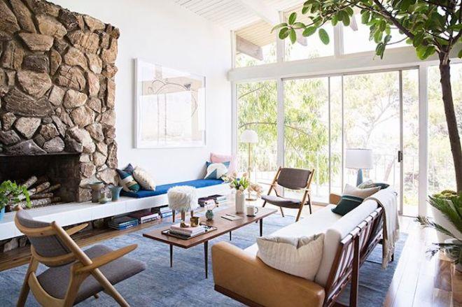 domino-blue-white-living-room